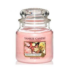 Yankee Candle  svíčka Classic střední Čerstvě nařezané růže  411 g